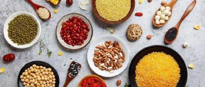 追溯中华民族繁衍强大的根源,番薯和玉米的进入与传播,实在居功至伟。  有