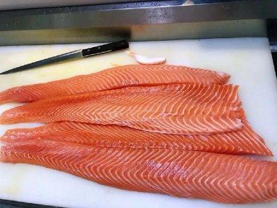 5天调3次价,全球三文鱼还能正常供应吗?【重庆