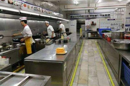 导致酒店的不少端午节订餐泡了汤,丢失了许多客源,冰箱里的肉也坏了不少,