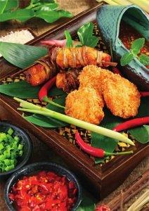 腌制好的香茅鸡采用蝴蝶刀法切配,切成 2 连体的片【重庆火锅底料批发市场】