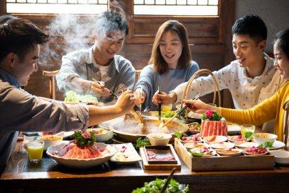 火锅迎一年最旺季,商家促销抢客【最正宗的重庆火锅底料】