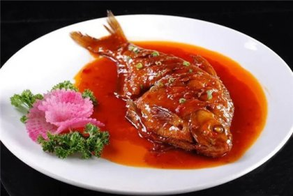 江鲜鱼最突出的是鲜,所选食材必须鲜活,活鱼现杀现烹,当天宰杀,不隔夜、
