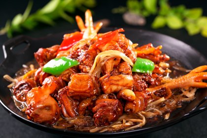 """""""小白""""一夜变""""厨神"""",预制菜能抓住年轻人的胃吗?最正宗的重庆火锅底料"""